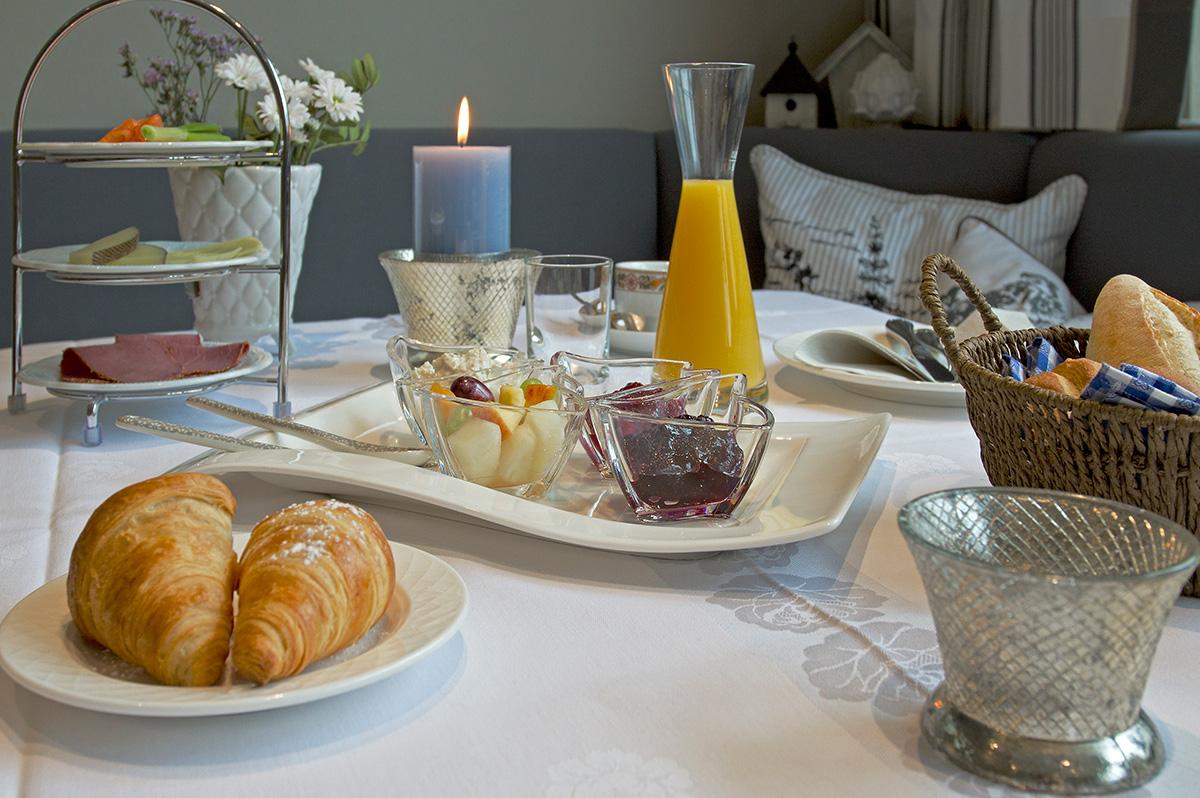 Frühstücksmeisterei gedeckter Tisch